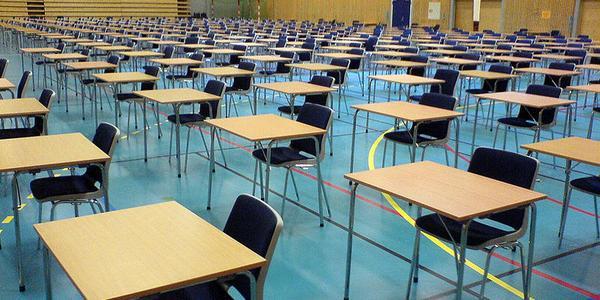 Salle d'examen pour le baccalauréat