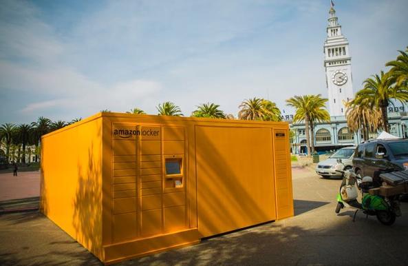Coffre géant déposé par Amazon dans San Francisco