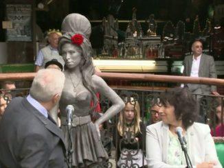 Une statue en hommage à la chanteuse Amy Winehouse à Londres