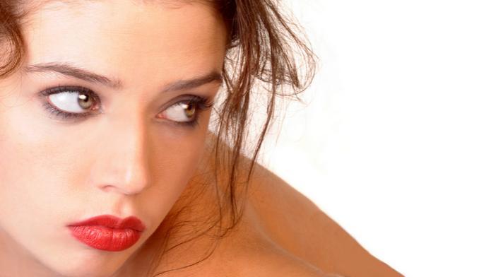 Femme aux lèvres rouges