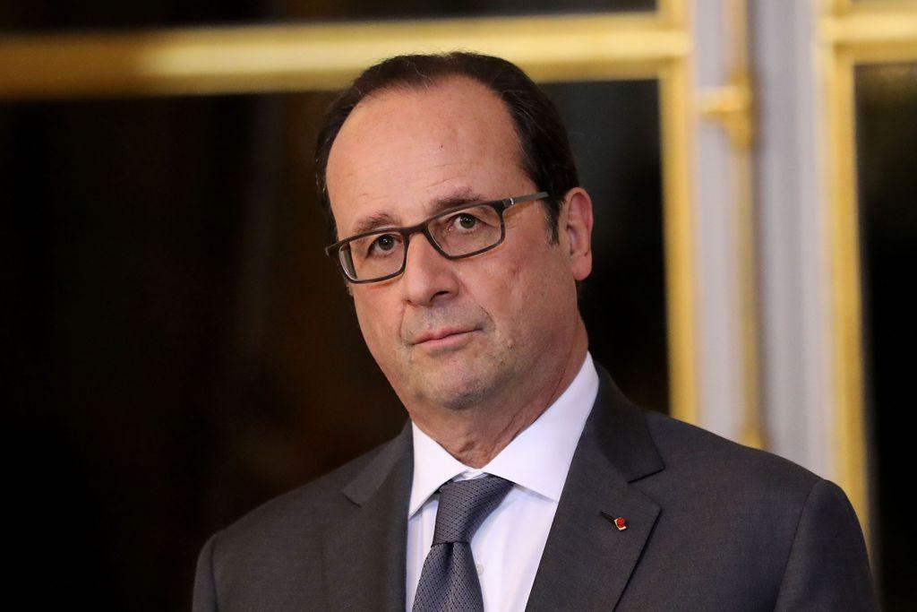 Francois-Hollande-recoit-le-President-Grec-Prokopis-Pavlopoulos-a-l-Elysee.-Paris-France-le-12-Dece_exact1024x768_l