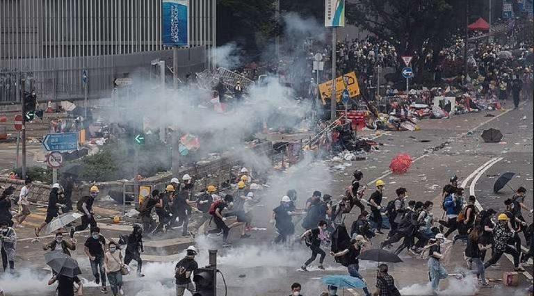 Chaos à Hong Kong: troisième jour de manifestations et d'affrontements, écoles fermées