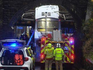 Bus coincé sous un pont au Pays de Galles
