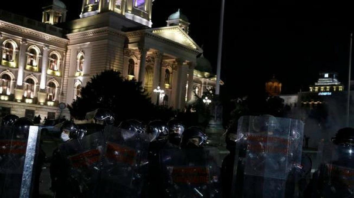 Coronavirus, affrontements à Belgrade pour un nouveau confinement