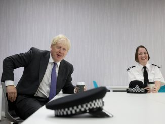 Covid-19 Boris Johnson isolé .