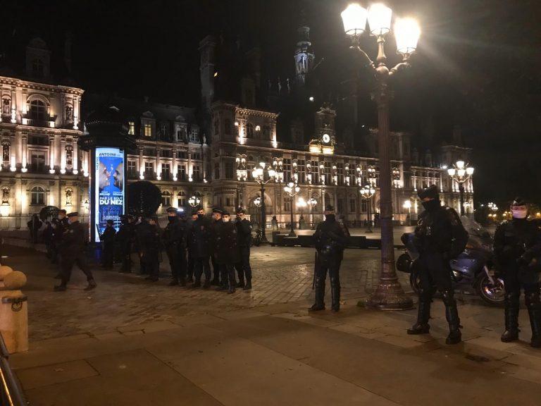 Occupation en cours de la place de la République à Paris par 450 personnes exilées.