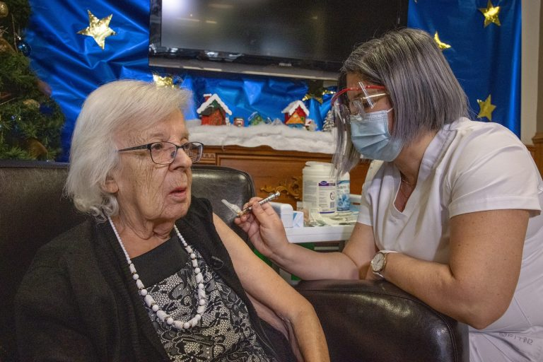 Début vaccination en France possible 3e confinement Oliver Veran