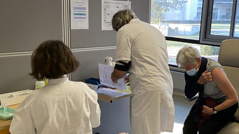 Covid-19 vaccination plus 75 ans