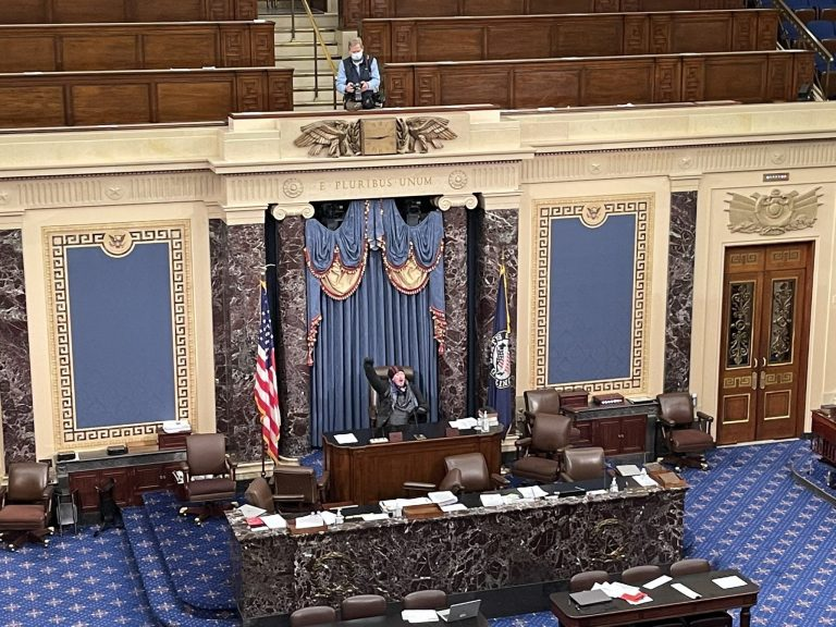 4 morts après l'invasion du Capitole à Washington
