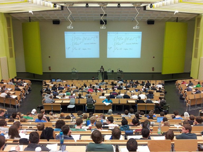 Universités retour étudiants