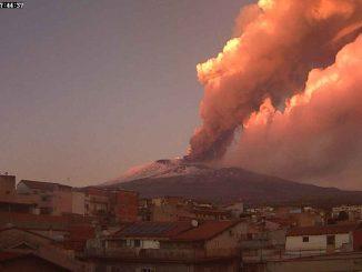 Le mont Etna en Italie a fait éruption