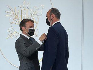 Emmanuel Macron a octroyé la Légion d'honneur à Edouard Philippe