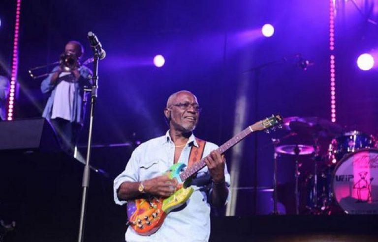 Jacob Desvarieux, l'artiste guadeloupéen lors d'un concert