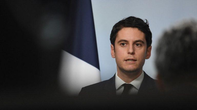 Le porte-parole du gouvernement français Gabriel Attal lors d'un point de presse