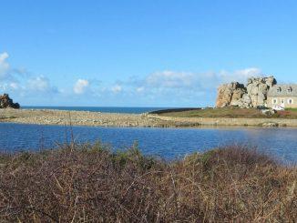 Castel Meur : une maison parmi les rochers en Bretagne