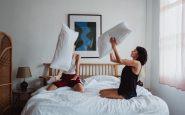 Le travail le plus confortable du monde : tester les lits des hôtels