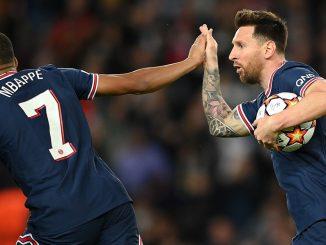 Messi et Mbappé se tenant la main