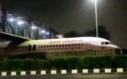 Un avion d'Air India coincé sous un pont près de l'aéroport de Delhi