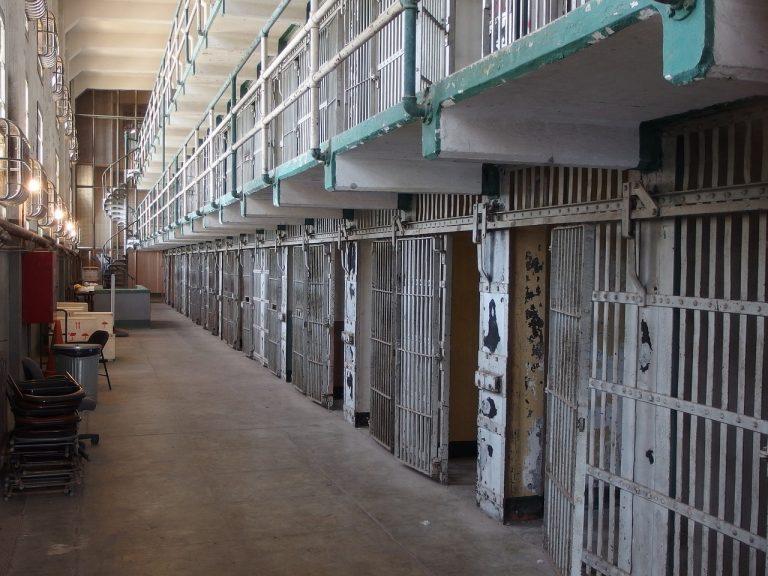 La prison et la pauvreté sont étroitement liées
