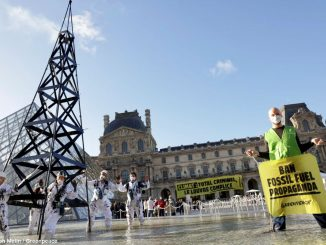 Greenpeace France: « Climat : Total criminel, le Louvre complice »