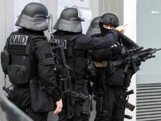 Tirs sur trois policiers de la BAC à Lyon. Le sniper en fuite